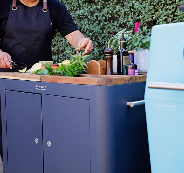 Mobile preparation kitchen with mint 4k